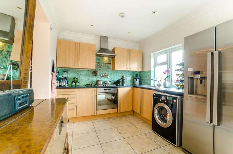 3 Bedrooms House for sale in Coppetts Road, Muswell Hill, N10