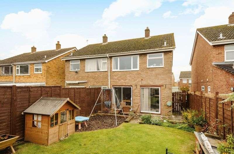 3 Bedrooms Semi Detached House for sale in Bridges Close, Abingdon