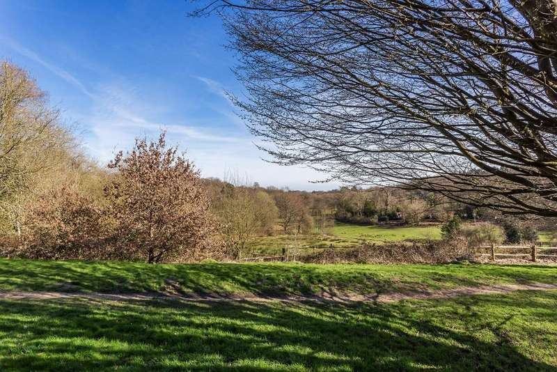 3 Bedrooms Semi Detached House for sale in Well Lane, Haslemere