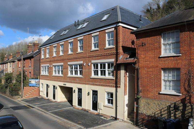 3 Bedrooms End Of Terrace House for sale in BRAND NEW Luxury House In Central Godalming.