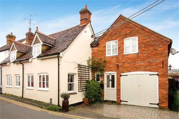 3 Bedrooms Detached House for sale in Wood Street, Waddesdon, Buckinghamshire. HP18 0LL
