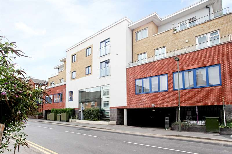 2 Bedrooms Flat for sale in Abbots Yard, Walnut Tree Close, Guildford, Surrey, GU1