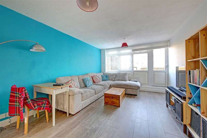 3 Bedrooms Flat for sale in Fitzgerald House, Stockwell Park Road, Brixton