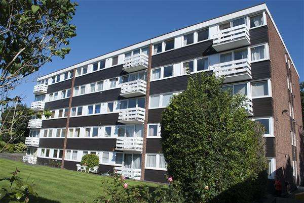 2 Bedrooms Apartment Flat for sale in Charnwood, Buckhurst Hill