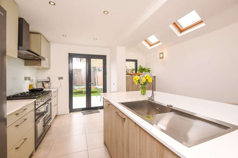 4 Bedrooms House for sale in Hardy Road, London, SW19