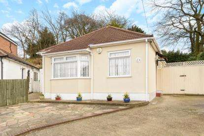 2 Bedrooms Bungalow for sale in Martins Close, Orpington