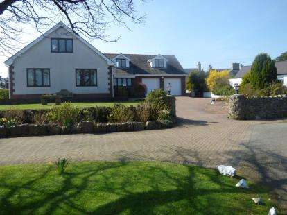 4 Bedrooms Bungalow for sale in Marianglas, Benllech, Anglesey, Sir Ynys Mon, LL73