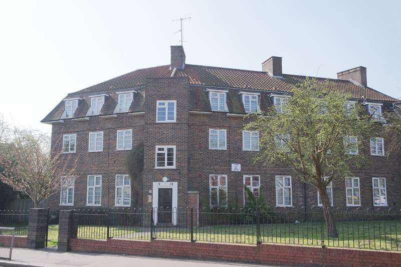 2 Bedrooms Flat for sale in Bells Hill, Barnet