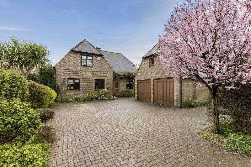 4 Bedrooms Detached House for sale in Redhill Road, Rowlands Castle