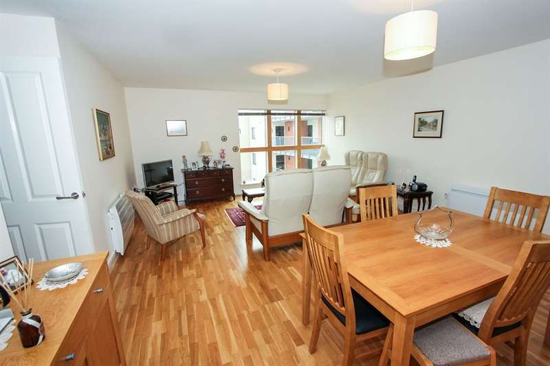 2 Bedrooms Apartment Flat for sale in Esplanade, Porthcawl