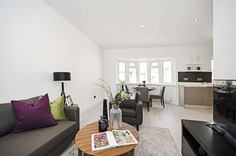 2 Bedrooms Flat for sale in Clifton Gardens, Temple Fortune, NW11