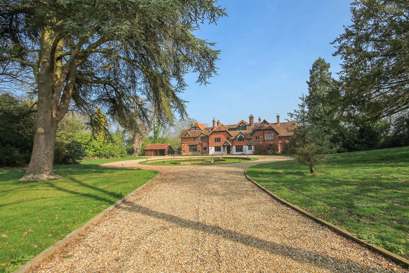 7 Bedrooms House for sale in Blackberry Lane, Lingfield