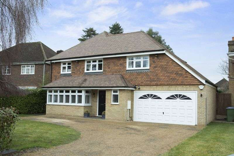 5 Bedrooms Detached House for sale in Ferndown Gardens, Cobham