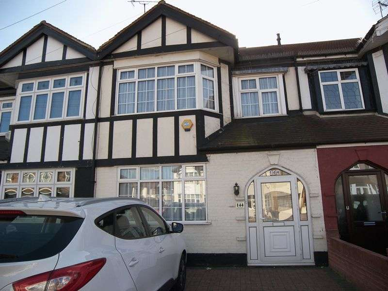 4 Bedrooms Terraced House for sale in LONGWOOD GARDENS, CLAYHALL. IG5 0BE