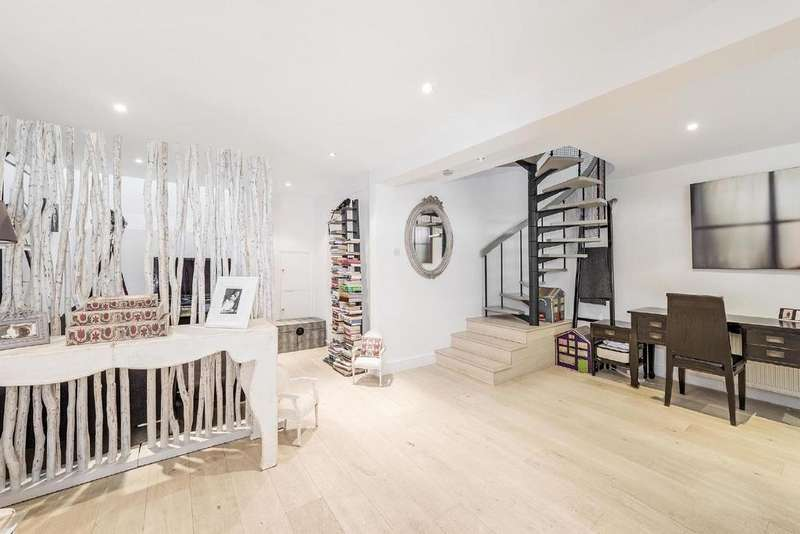 3 Bedrooms Mews House for sale in Hippodrome Mews, Holland Park, W11