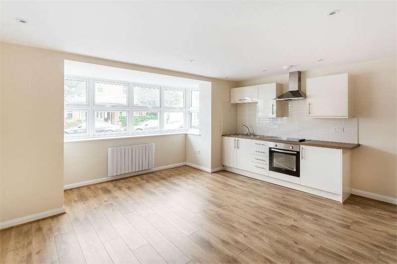 Studio Flat for sale in Cambridge Road, WALTON-ON-THAMES, Surrey