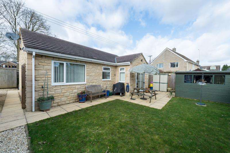 2 Bedrooms Detached Bungalow for sale in Twin Ditch, Croft Lane, Standlake, Witney, Oxfordshire