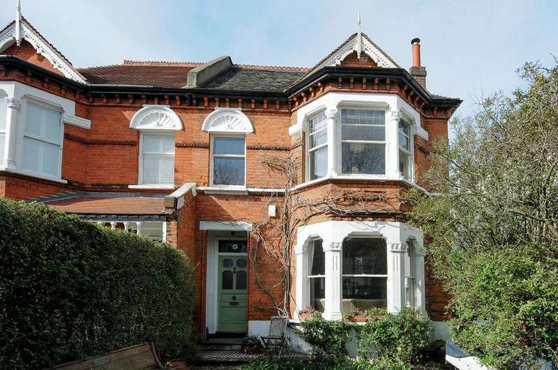 5 Bedrooms Semi Detached House for sale in Little Heath London SE7