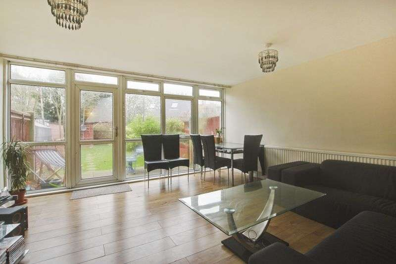 3 Bedrooms Terraced House for sale in Dornberg Close, Blackheath