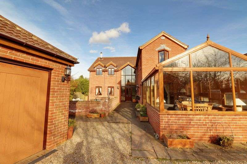 5 Bedrooms Detached House for sale in Belshaw Lane, Belton