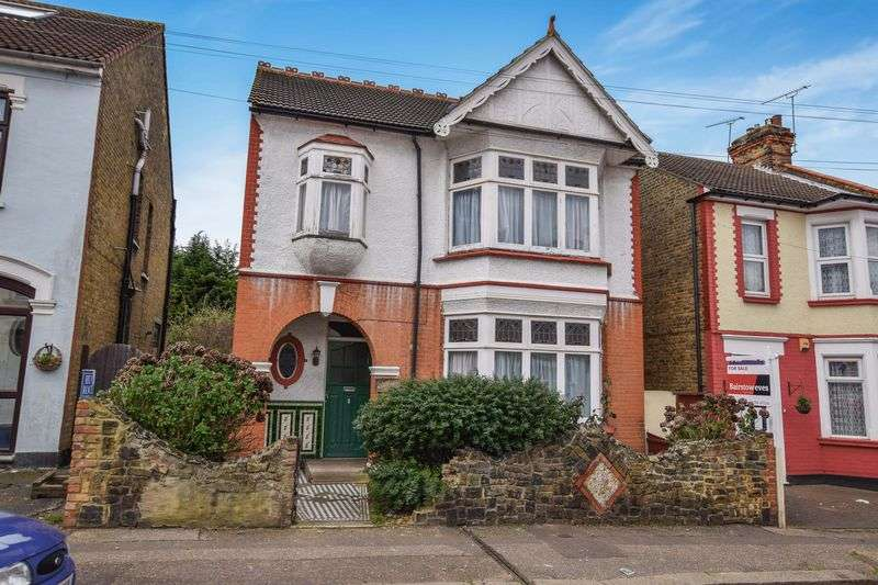 4 Bedrooms Detached House for sale in Inverness Avenue, Westcliff-On-Sea