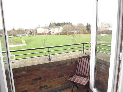 2 Bedrooms Flat for sale in Angel Gardens ( Coneythorpe House), Knaresborough, North Yorkshire