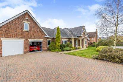 4 Bedrooms Bungalow for sale in Hampstead Drive, Weston, Crewe, Cheshire