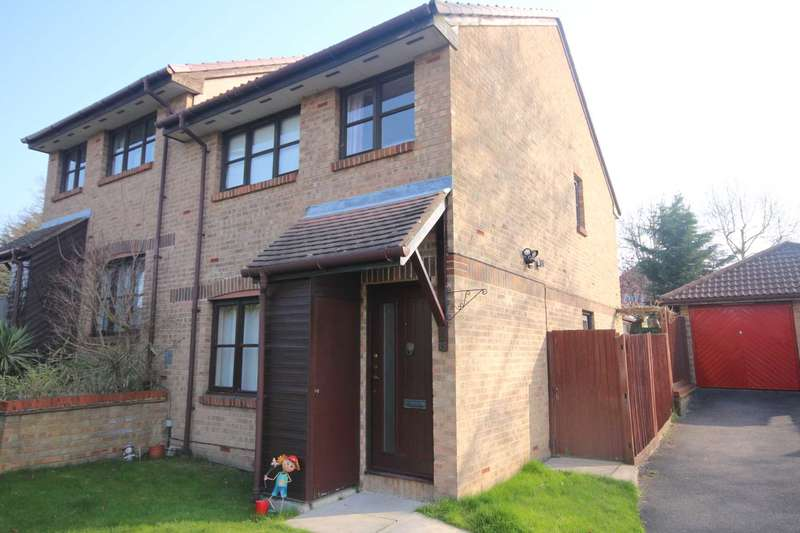 3 Bedrooms Semi Detached House for sale in Charlbury Close, Martins Heron
