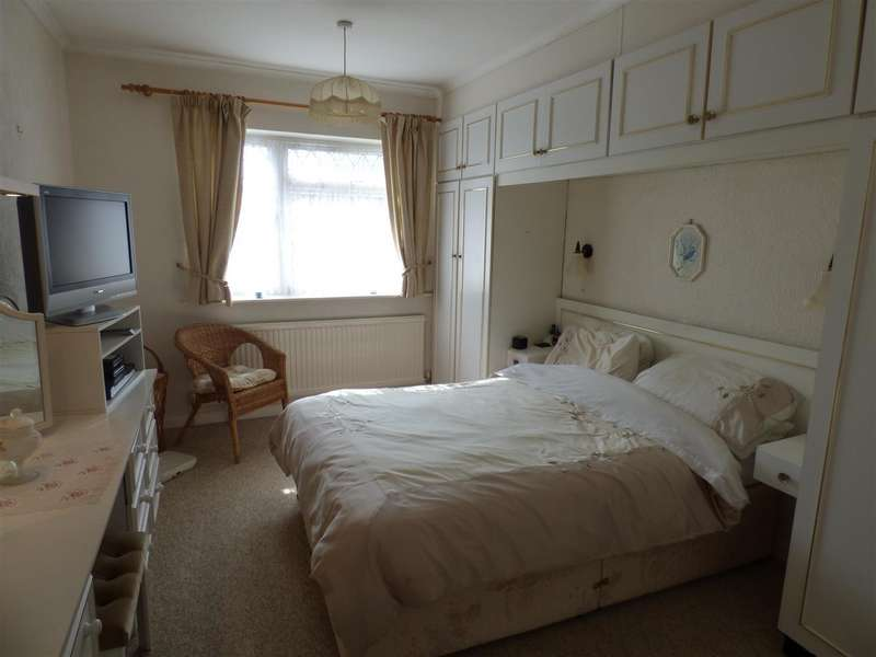 3 Bedrooms Property for sale in Sundown Avenue, Dunstable