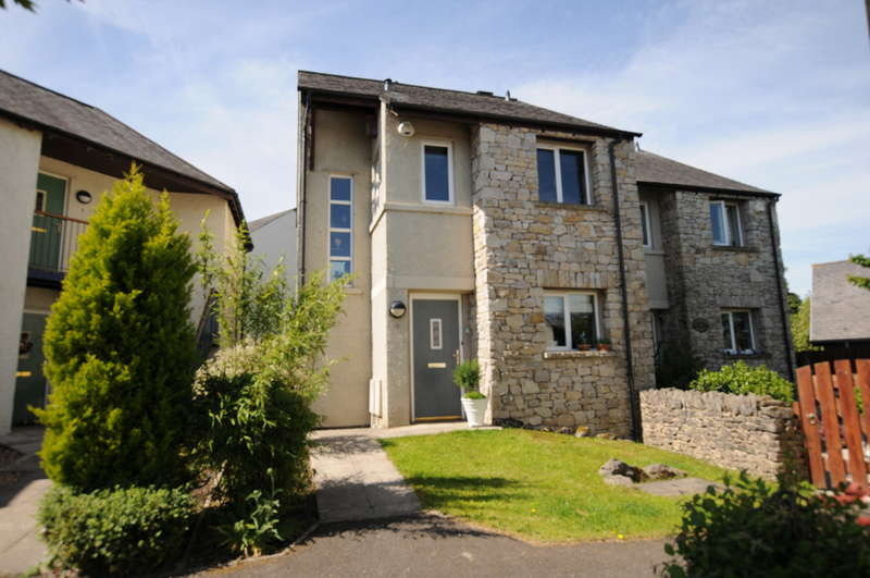 3 Bedrooms Semi Detached House for sale in Hunters Croft, Kendal