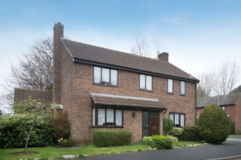 4 Bedrooms Detached House for sale in Symonds Avenue, Ormesby St Margaret
