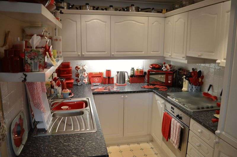 2 Bedrooms Retirement Property for sale in Rayleigh Road, Leigh-On-Sea