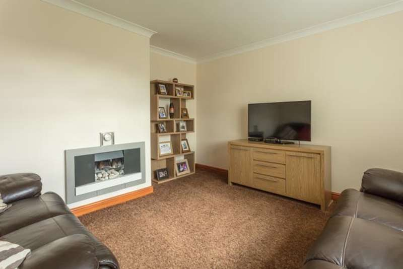 3 Bedrooms Semi Detached House for sale in Ruskin drive, Armthorpe, South Yorkshire, DN3