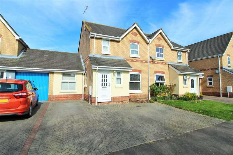 4 Bedrooms Semi Detached House for sale in Chinook, Highwoods, Colchester