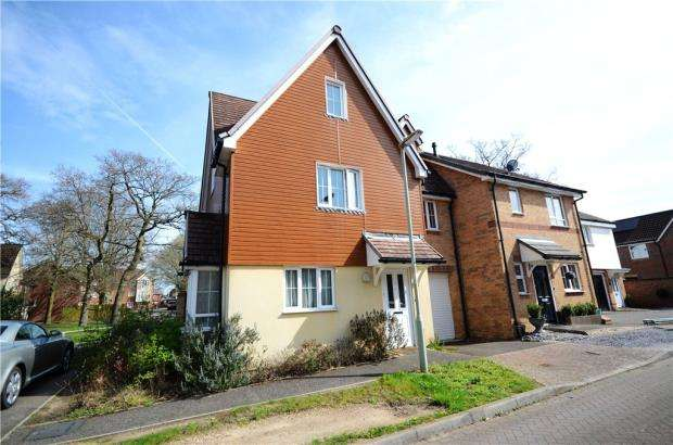 4 Bedrooms Semi Detached House for sale in Mulberry Way, Farnborough, Hampshire