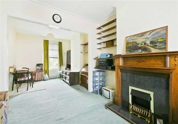 3 Bedrooms Terraced House for sale in Waldo Road, College Park, London