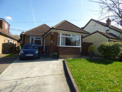 2 Bedrooms Bungalow for sale in Bowers Gifford, Basildon, Essex