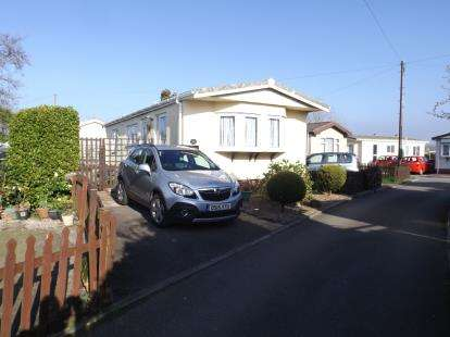 2 Bedrooms Bungalow for sale in North Roskear, Camborne, Cornwall