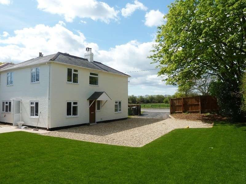 4 Bedrooms Cottage House for sale in Winchester Road, Boorley Green, Southampton, SO32