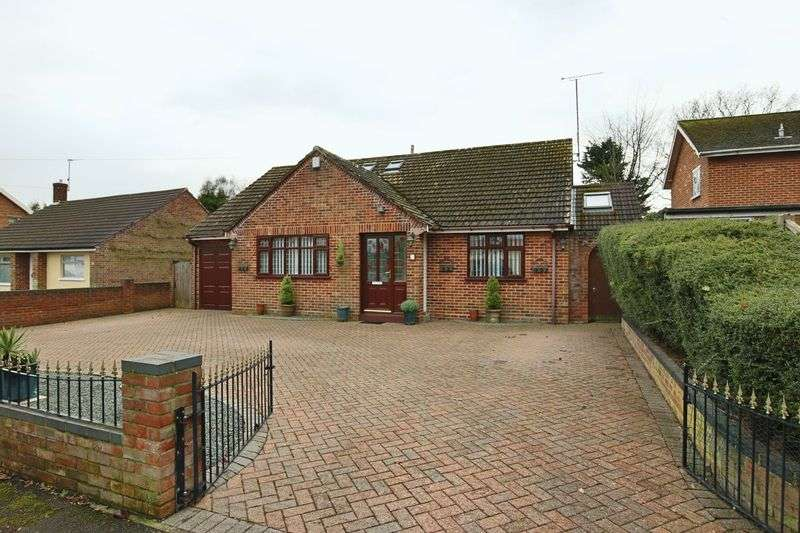 3 Bedrooms Bungalow for sale in Borrow Road, Lowestoft