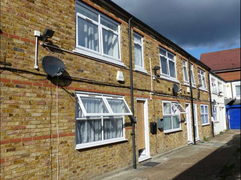 Studio Flat for sale in Hermitage Lane, Croydon, London SE25