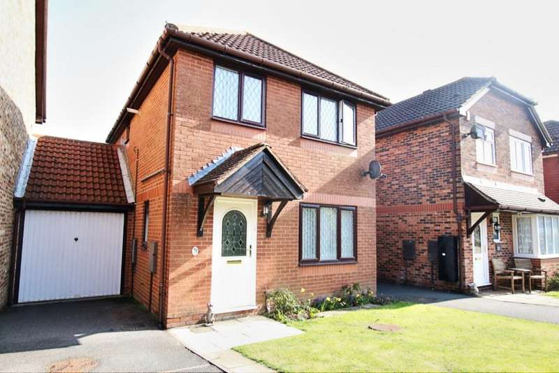 3 Bedrooms Link Detached House for sale in Chapel Barn Close, Hailsham BN27