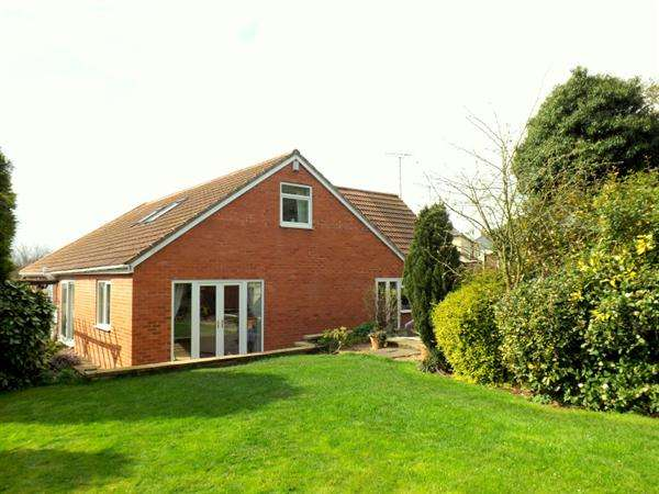 5 Bedrooms Bungalow for sale in Creswell Road, Clowne, Chesterfield