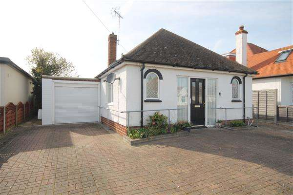 2 Bedrooms Bungalow for sale in Kenilworth Road, Holland on Sea