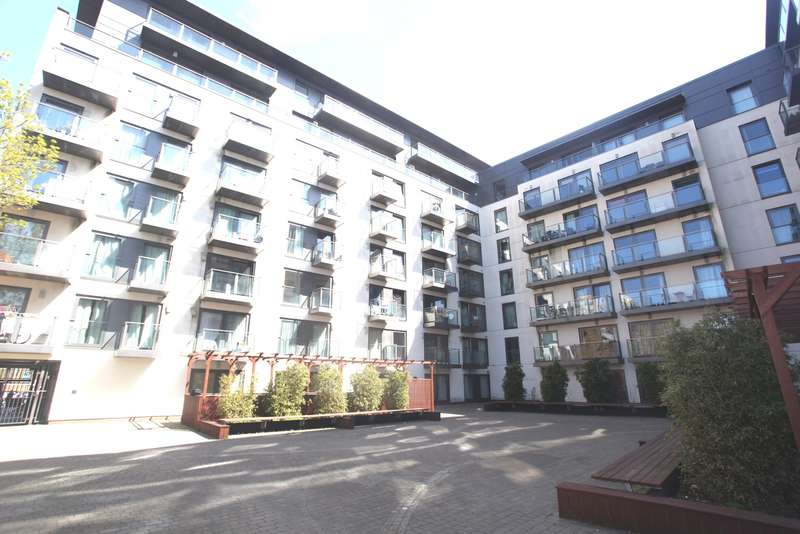 1 Bedroom Flat for sale in SLOUGH CENTRAL