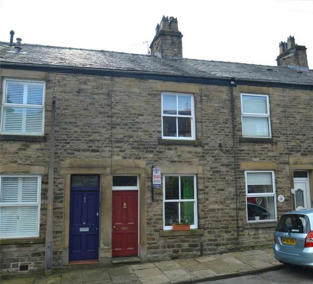 2 Bedrooms Terraced House for sale in Beeston Mount, Bollington, Macclesfield, Cheshire