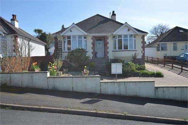 2 Bedrooms Detached Bungalow for sale in Lyndhurst Avenue, Kingskerswell, Newton Abbot, Devon. TQ12 5AJ
