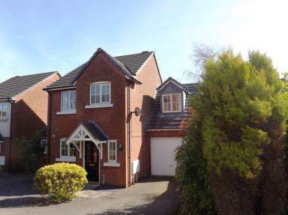 4 Bedrooms Detached House for sale in Redruth Drive, Carnforth, Lancashire, United Kingdom, LA5