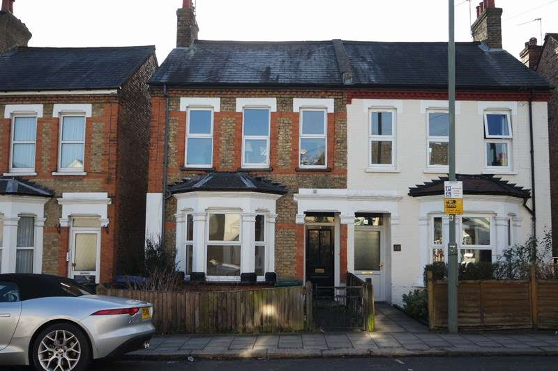 2 Bedrooms Maisonette Flat for sale in Brookhill Road, New Barnet
