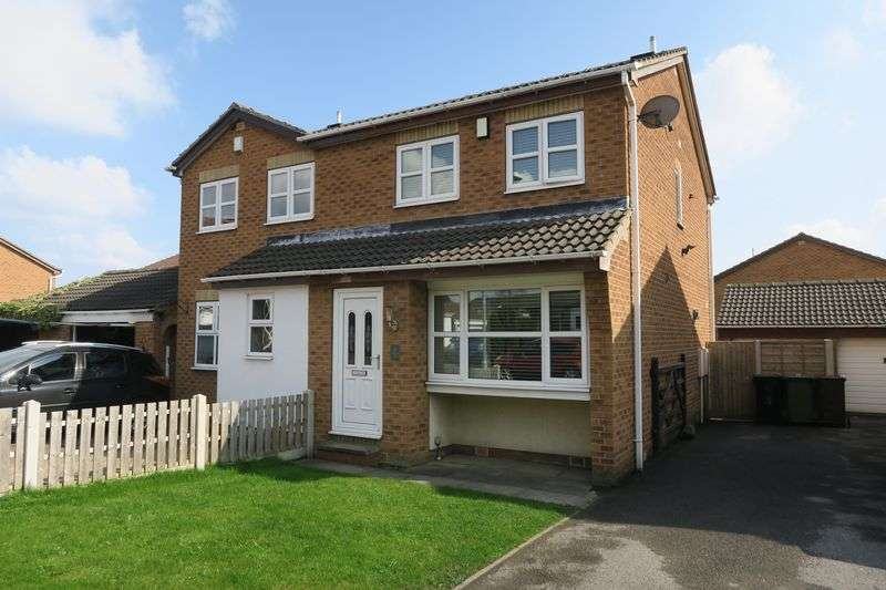 3 Bedrooms Semi Detached House for sale in Poppleton Way, Tingley, Wakefield